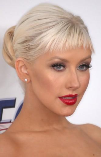 Christina-Aguilera-Cheery-Classic-Bun