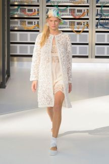 elle-pfw-ss17-collections-chanel-80-imaxtree-1