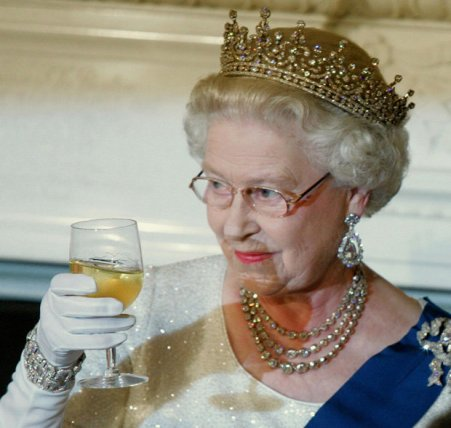 the-queen-drinking-habits-revealed-851651.jpg